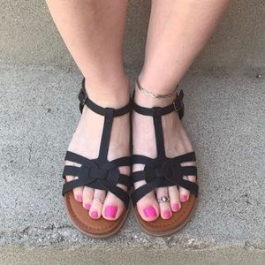 Shoes - New cute black sandals